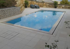 Piscine d bordement votre piscine avec vue sur le paysage for Piscine miroir plage