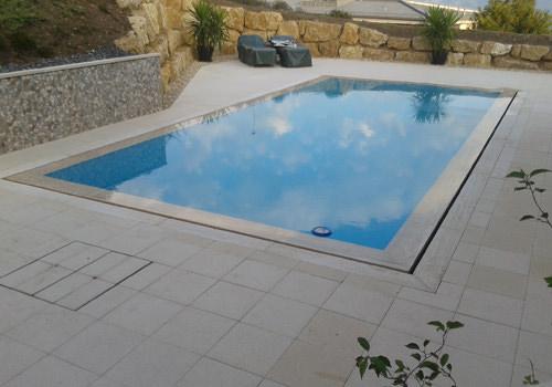 Technique de construction piscine d bordement toutes for Piscine miroir construction