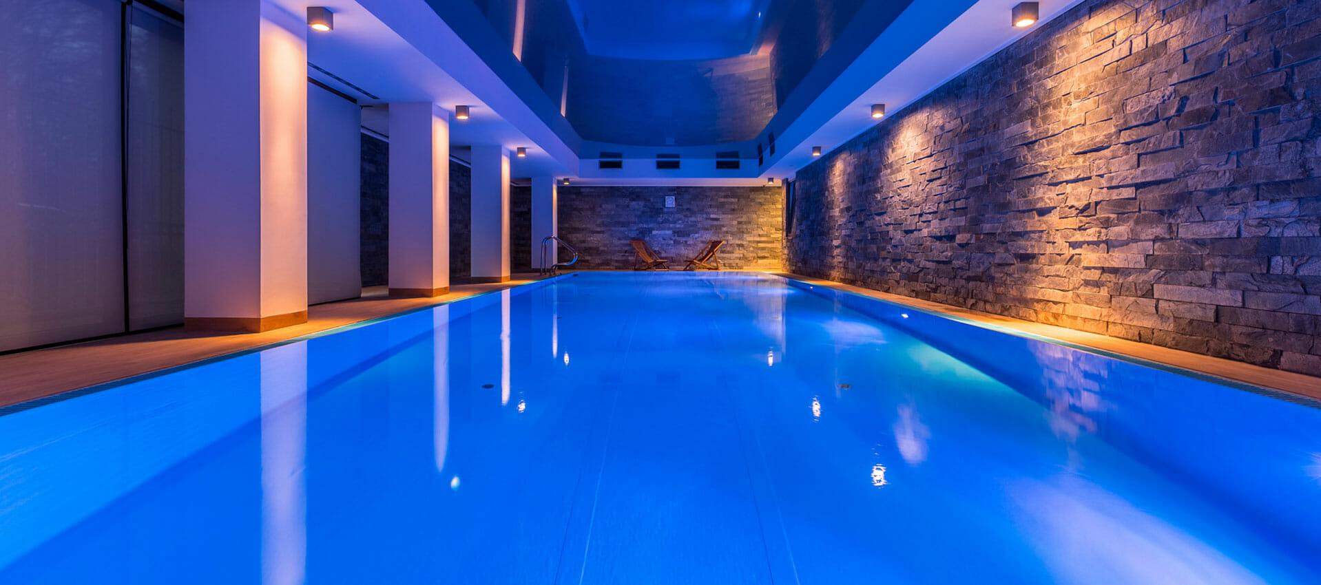 Entreprise piscine miroir et piscine d bordement en suisse for Piscine miroir coque