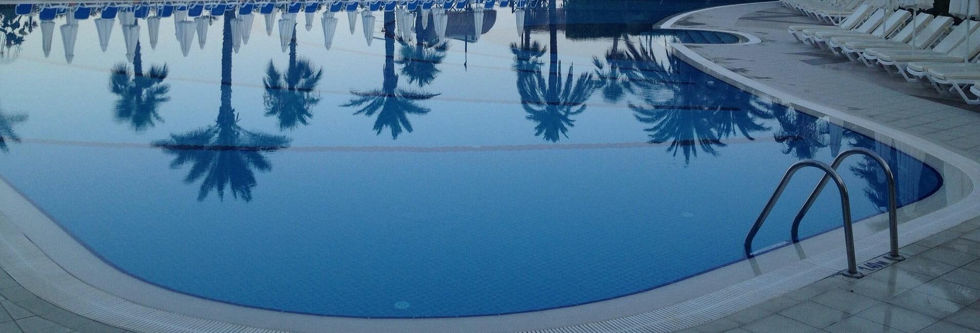 Prix piscine miroir coque designo pool le sur mesure au for Piscine miroir prix